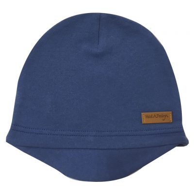 blue beanie with a lid