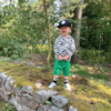 Aksel, green shorts